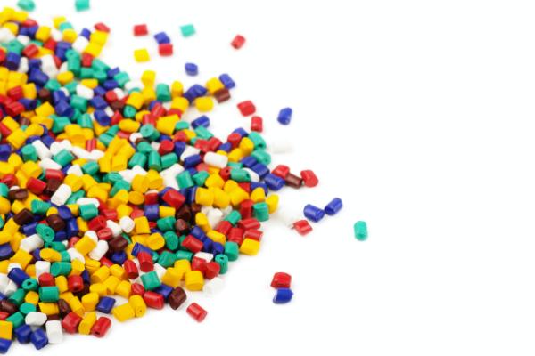 カラフルなプラスチック樹脂ペレット